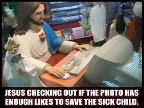 Исус проверява дали снимката на болното дете има достатъчно харесвания, за да го спаси.